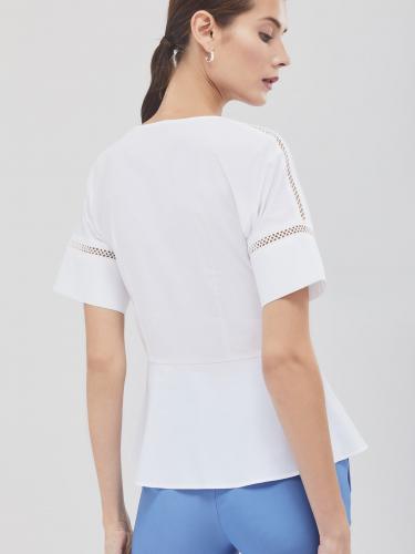 Приталенная блуза с перфорацией