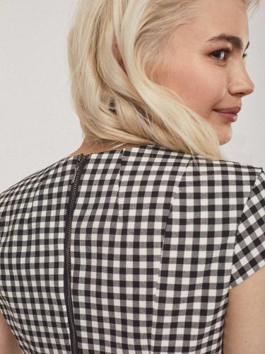 Блуза приталенного силуэта