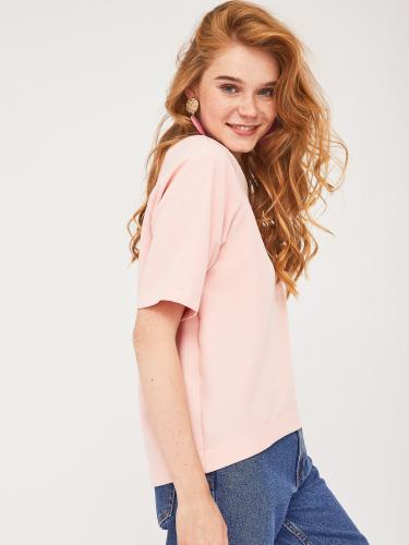 Блуза с фигурным нижним краем