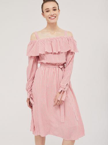 Платье в клетку с открытыми плечами