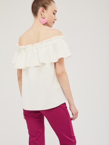 Блуза с широкой оборкой на резинке
