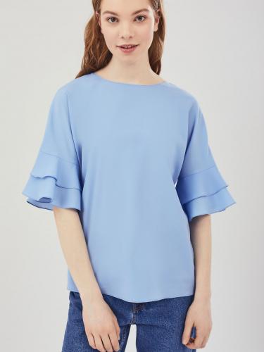 Блуза с воланами и бантом