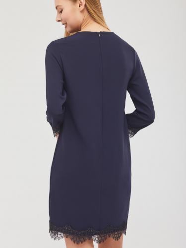 Платье с кружевной отделкой