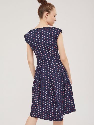 Расклешённое платье с ярким принтом