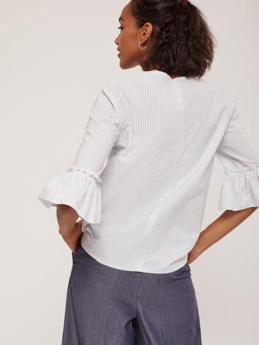 Блуза в полоску с оборкой на рукавах