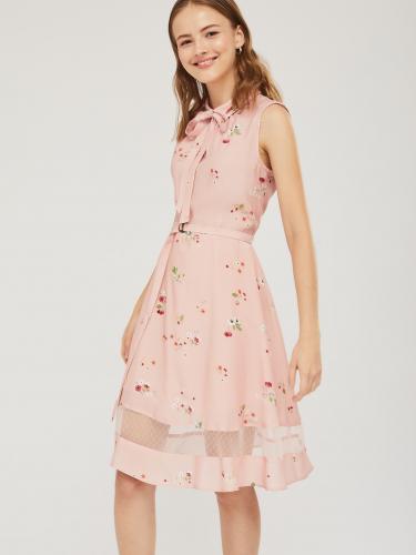 Приталенное платье с сеткой