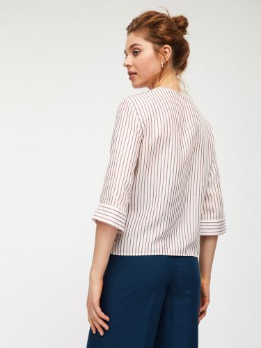 Блуза с накладными карманами