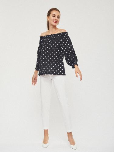 Свободная блуза со спущенными плечами