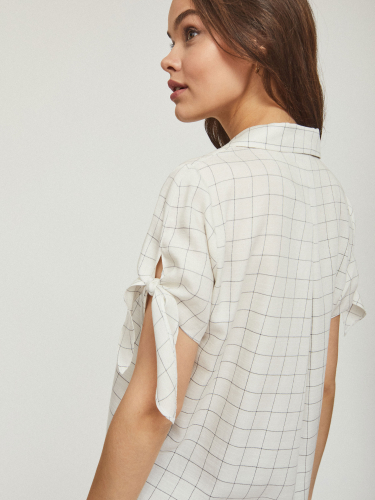 Блуза с отложным воротником