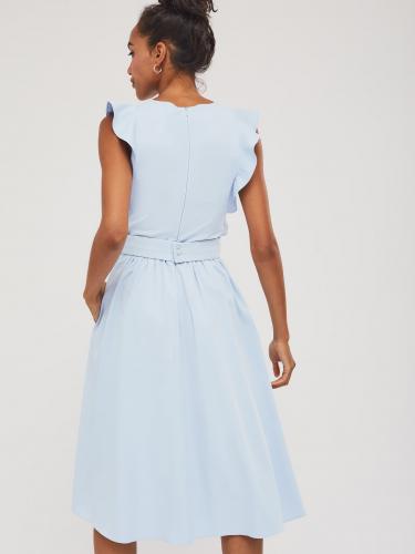 Приталенное платье с воланами