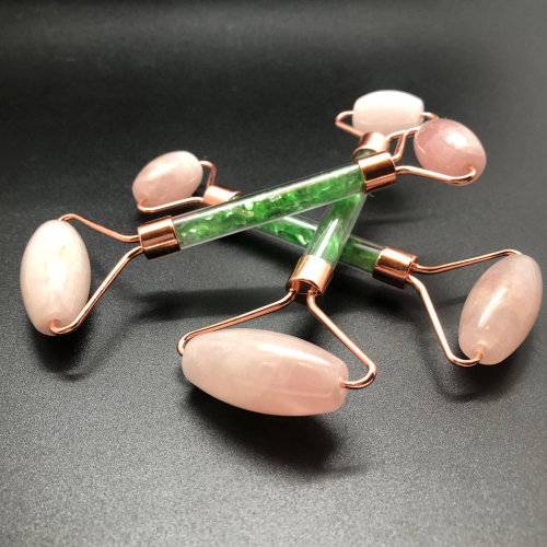 Массажер для лица двусторонний из розового Кварца, с мелкими камнями зеленого Кварца в ручке