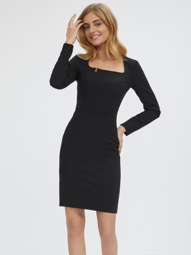 Короткое платье с вырезом каре