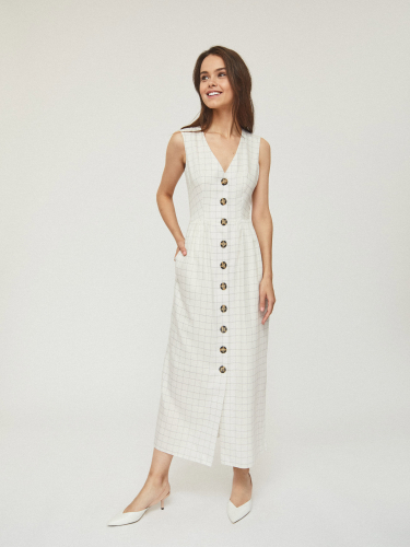 Длинное платье на пуговицах