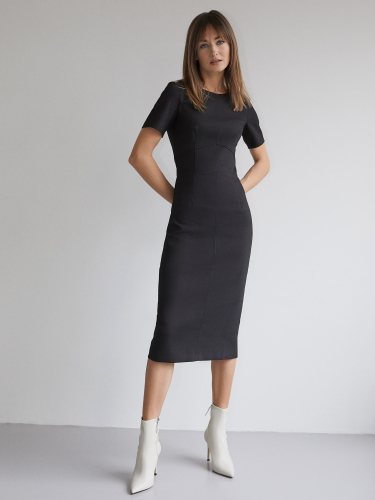 Платье-футляр с рельефами