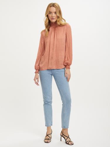 Блуза с высоким воротником