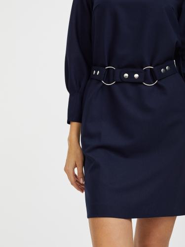 Платье из плотного трикотажа с поясом