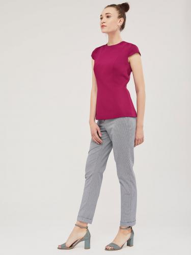 Блуза с треугольным вырезом на спине