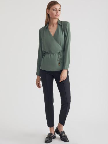 Блуза на запах с подплечниками