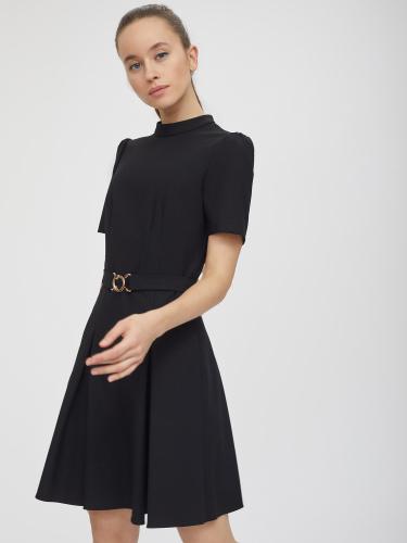 Приталенное платье со складками