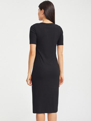 Трикотажное платье в рубчик