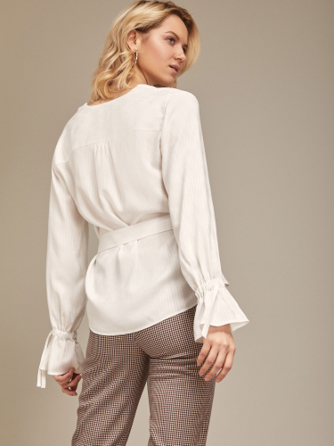 Блуза с расклешёнными манжетами