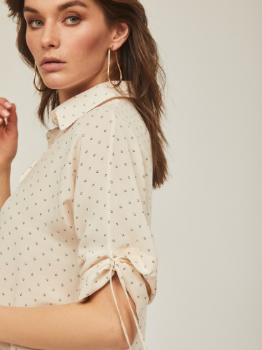 Вискозовая блуза с фиксированной драппировкой на рукавах