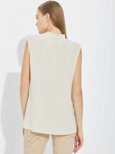 блуза с мелкими складками на воротнике