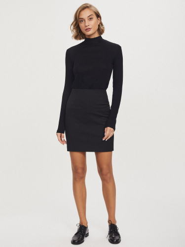 Эластичная короткая юбка