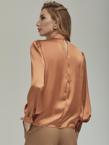 Блуза прямого силуэта с воротником-стойкой