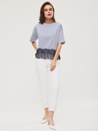 Блуза в полоску с кружевной отделкой
