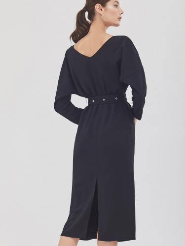 Платье прямого силуэта с рукавами