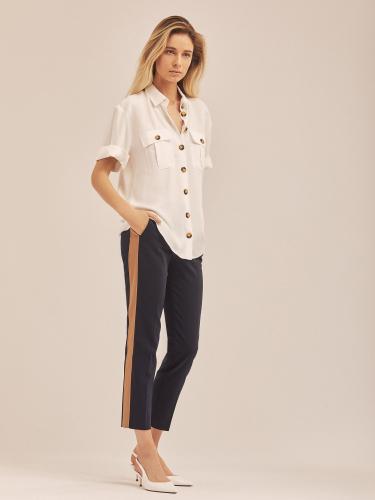 Укороченные брюки с лампасами