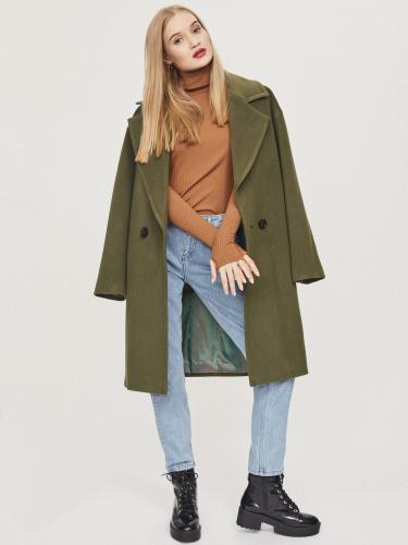 Объемное утепленное пальто