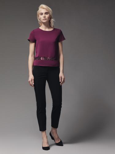 Блуза со шнуровкой и пайетками