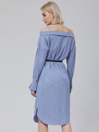 Платье на бретелях с открытыми плечами