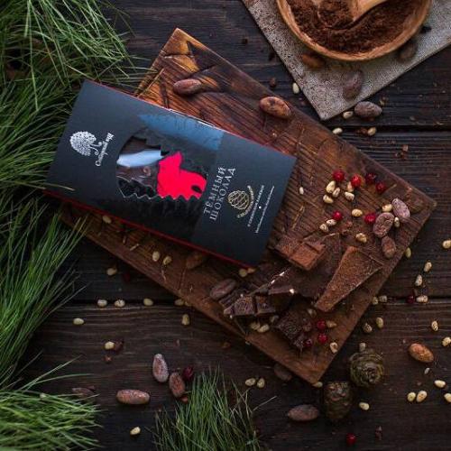 Темный шоколад с клюквой и кедровым орехом