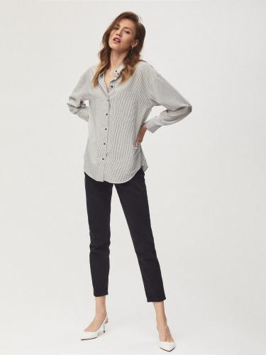 Свободная блуза рубашечного кроя