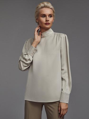 Струящаяся блуза с объемными рукавами