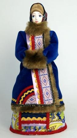 Кукла сувенирная фарфоровая. Костромичка в зимней одежде: тулупе и платке. К.19-н. 20 в. Россия.