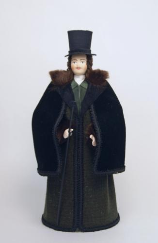 Кукла сувенирная фарфоровая. Мужской светский зимний костюм. 1820-30-е г. Петербург.