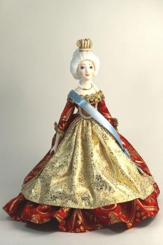 Кукла сувенирная фарфоровая. Парадное императорское облачение. Сер.18 в.