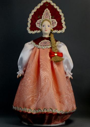 Кукла сувенирная фарфоровая. Традиционный летний  девичий костюм (стилизация).18-19 в. Россия.