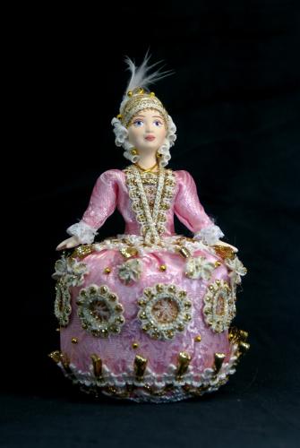Кукла сувенирная фарфоровая. Золушка в бальном платье. Сказочный персонаж.