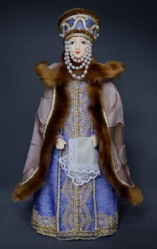 Кукла сувенирная фарфоровая. Боярыня в праздничном костюме 18 в. Москва