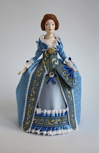 Кукла сувенирная фарфоровая. Дама в светском платье. Кон. 18 в. Петербург.