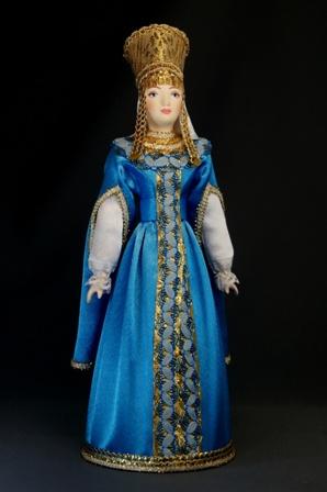 Кукла сувенирная фарфоровая. Боярышня в праздничном костюме.