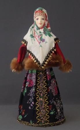 Традиционный девичий зимний костюм.