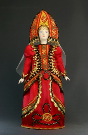 Кукла сувенирная фарфоровая. Девушка в  русском народном костюме.