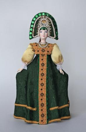 Кукла сувенирная фарфоровая.Плясунья. Девушка в традиционном костюме.18-19 в.