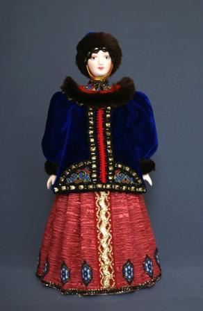 Кукла сувенирная фарфоровая. Боярыня в зимнем одеянии (стилизация). 16-18 в. Русь.